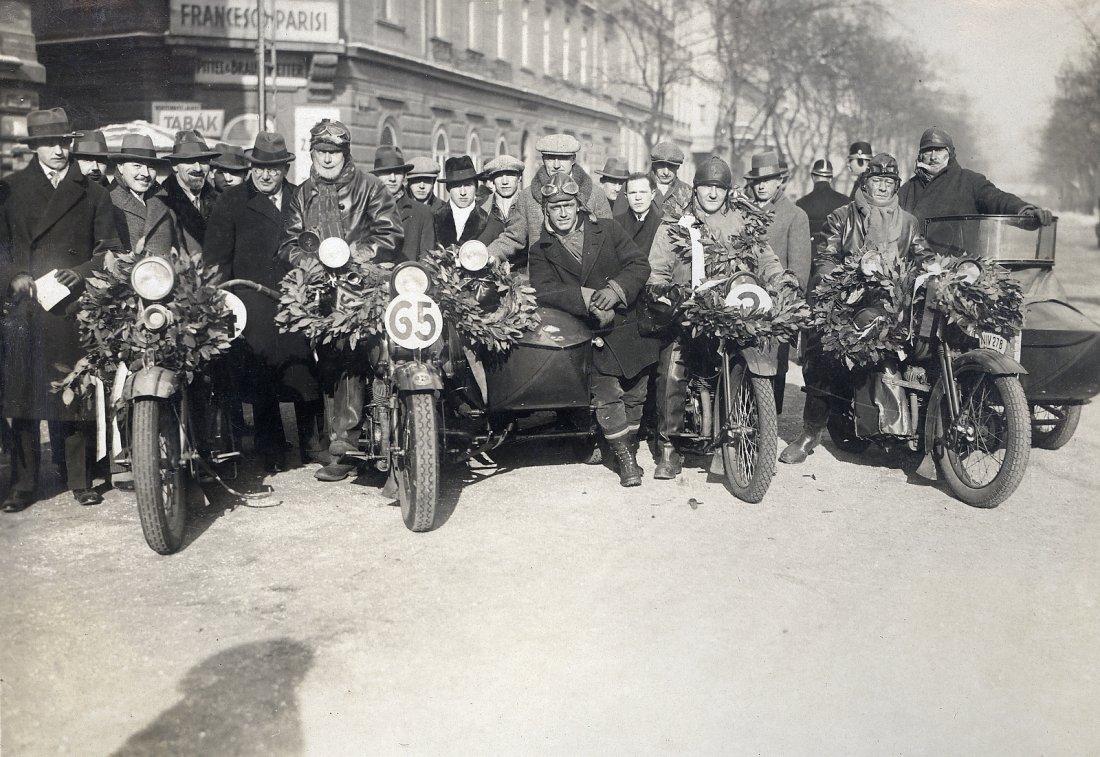 02251928_Harley_1929_winner_race_c