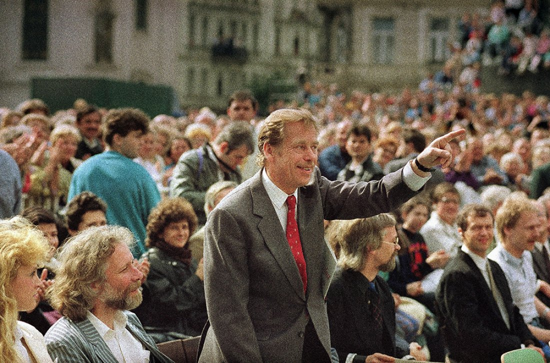 06081990_Elections_02_Havel_OldTown_02