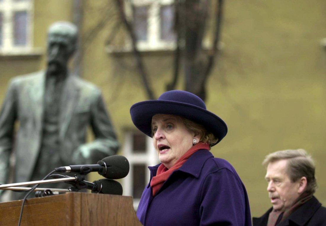 6. března 2000 odhalila Madeleine Albrightová s pr