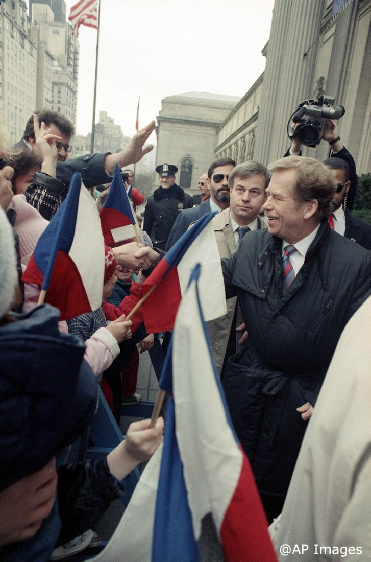 02211990_Havel_v_USA_NY_Czechs