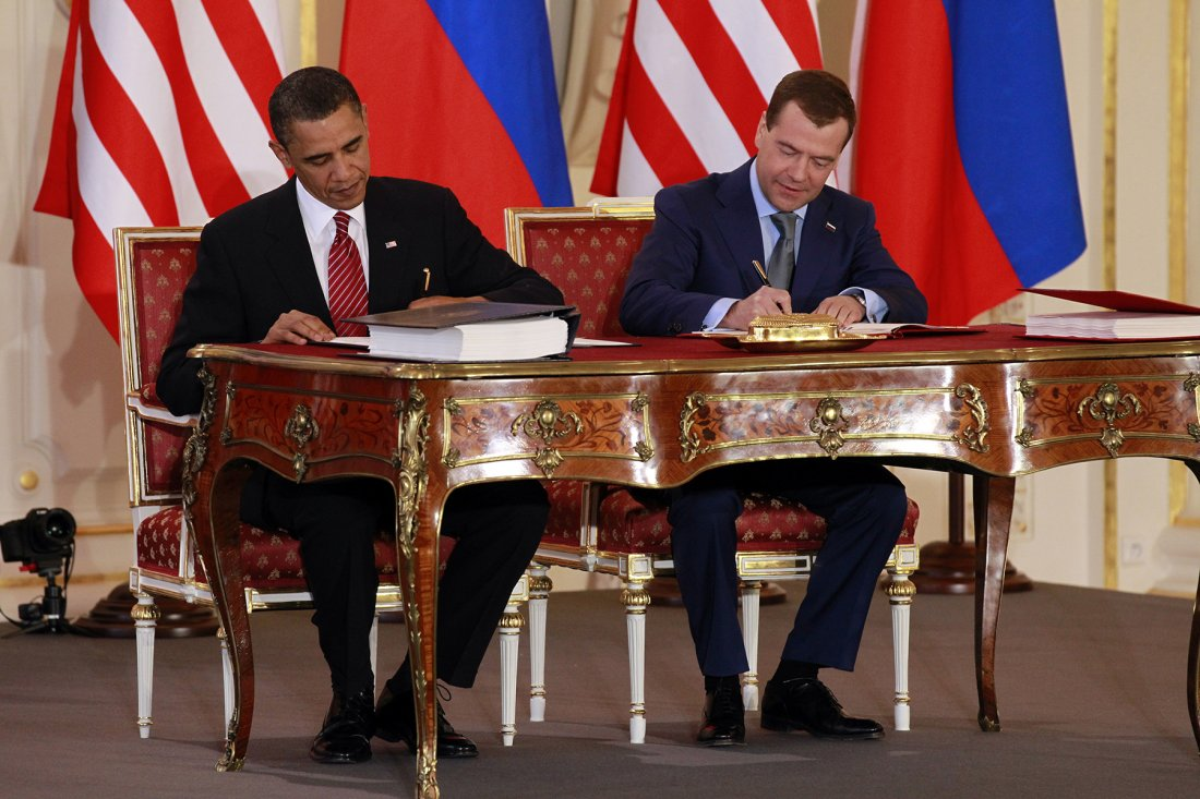 04082010_Nuclear_Summit_Prague_Obama_AP_1004081573