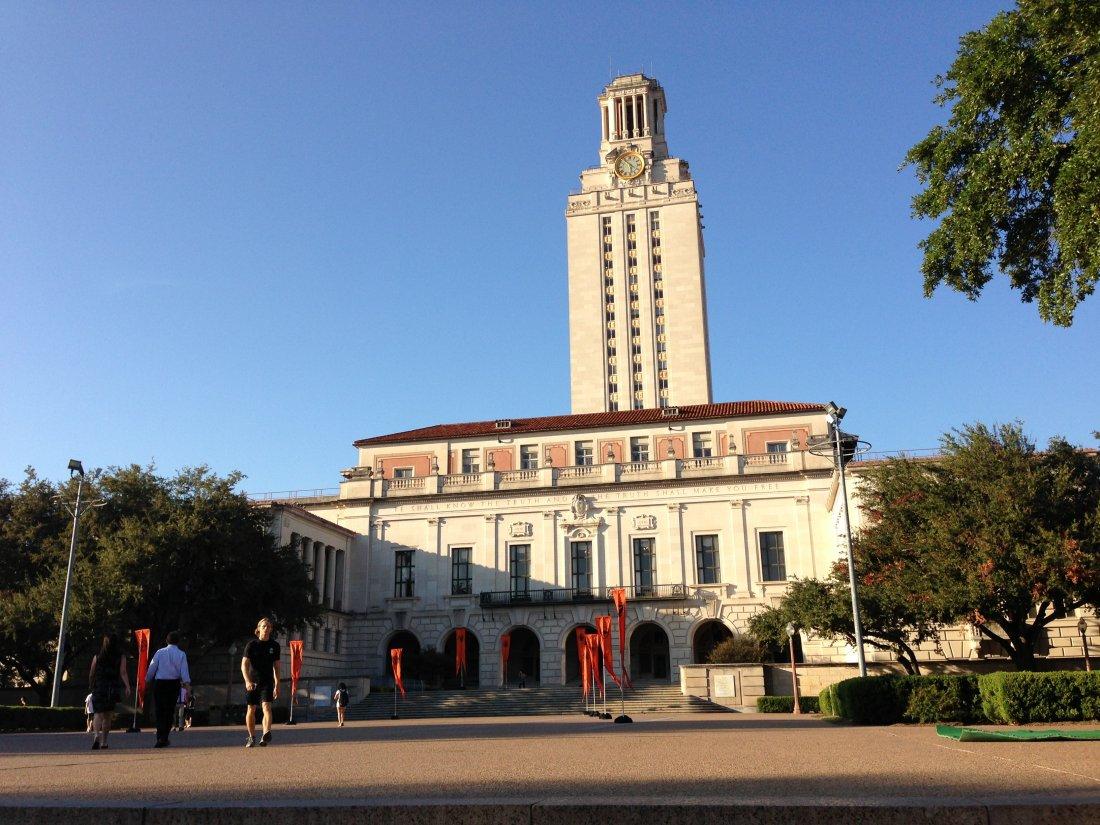 Hlavní budova University of Texas v Austinu.