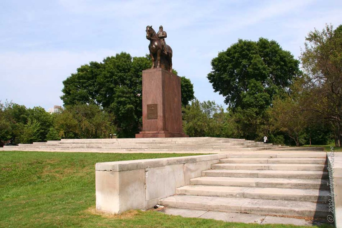05051918_Masaryk_Chicago_pomnik.jpg