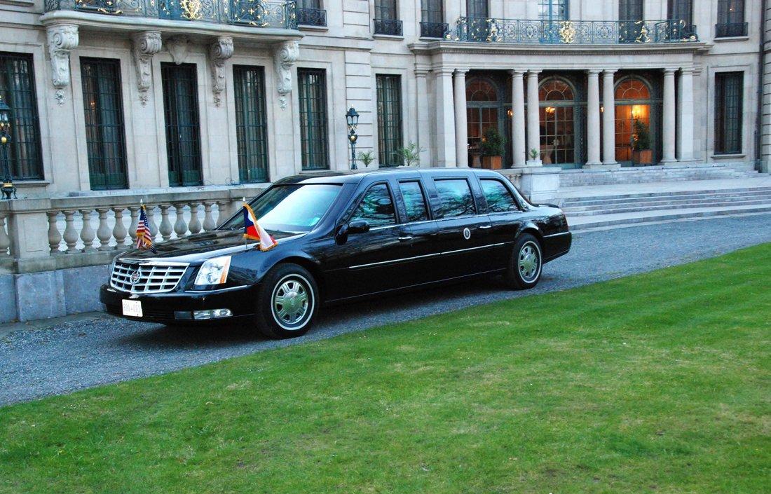 04082010_Nuclear_Summit_Prague_Obama_Car