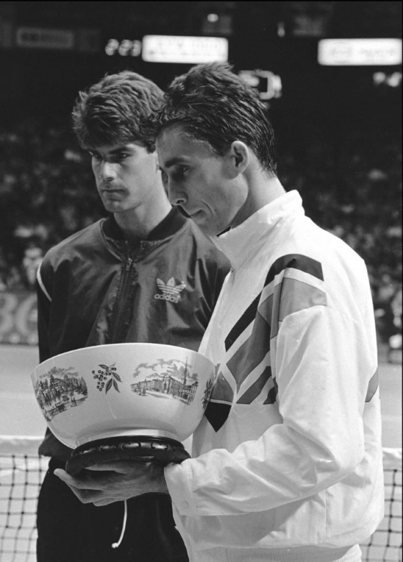 02031986_Ivan_Lendl_wins_trophy_in_Philadelphia_AP