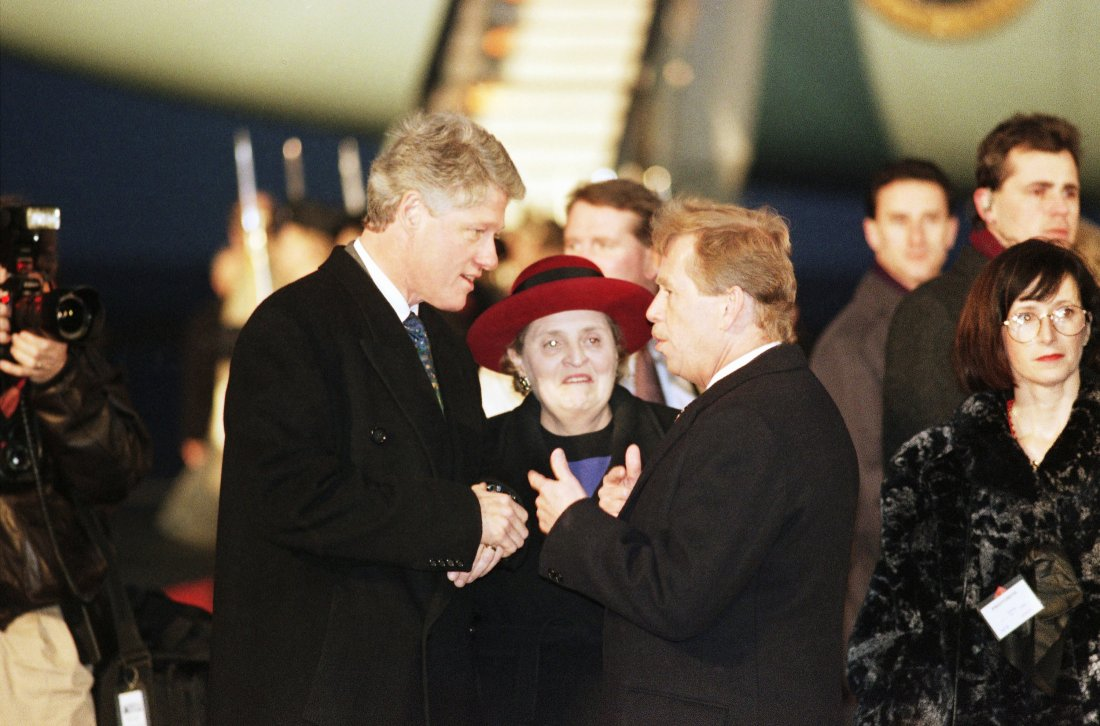 Prezident Václav Havel vítá amerického prezidenta