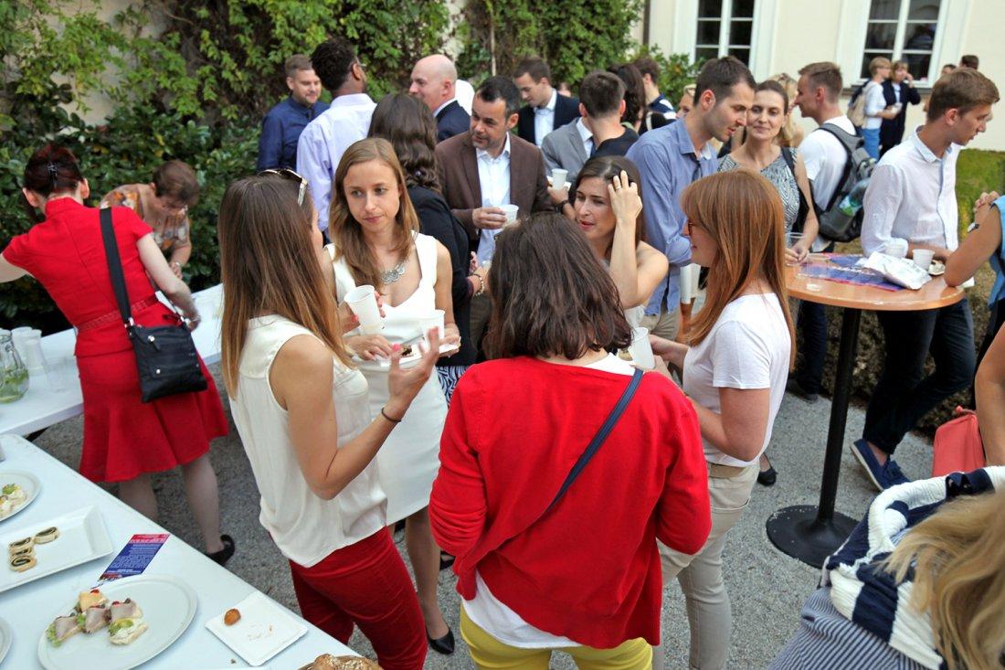 Setkání absolventů absolventy studentských vízovýc